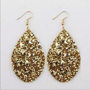 Jewelry - ❣️Sexy GOLD Sparkly Bling Teardrop Earrings -LIGHT